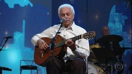 Paulinho da Viola canta 'Sinal Fechado'