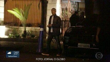 Justiça apreende Porsche do senador Romário Faria