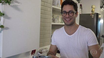 'Super Chef Celebridades': Rainer Cadete diz que aprendeu a cozinhar massa na Itália