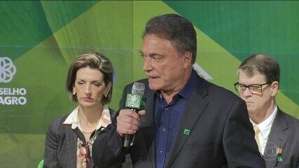 Candidato do Podemos, Álvaro Dias, faz campanha em Brasília