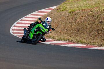 Kawasaki Ninja 400 substitui a Ninja 300; assista à avaliação