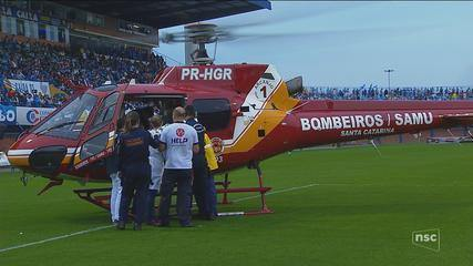 Torcedor fica ferido após cair de arquibancada durante jogo em Florianópolis