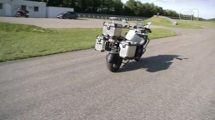 BMW mostra moto que dirige sozinha