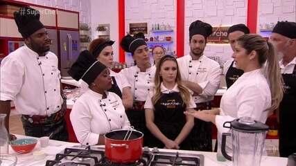 Lisiane Arouca ministra workshop para os participantes do 'Super Chef'