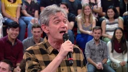 Serginho canta 'É o Amor' no palco do Altas Horas
