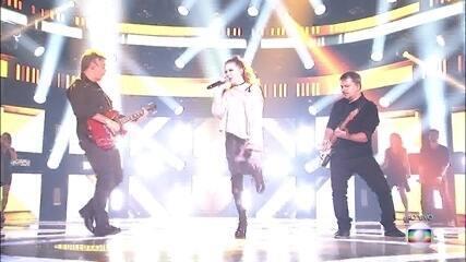 "Marine Lima canta ""Máscara"""