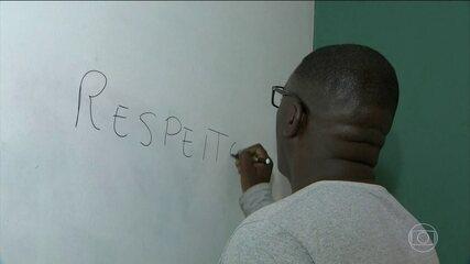 Professor é ofendido, humilhado e agredido por alunos durante prova em Rio das Ostras