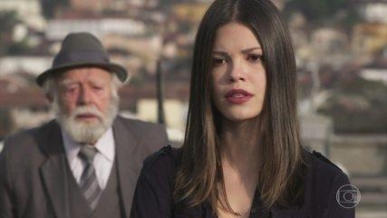 André chama Cris de Julia Castelo e a deixa confusa