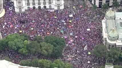 Manifestantes vão às ruas em 26 estados e no DF contra o candidato Jair Bolsonaro