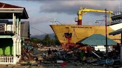 Sobe para 1.424 o número de mortos em terremoto na Indonésia