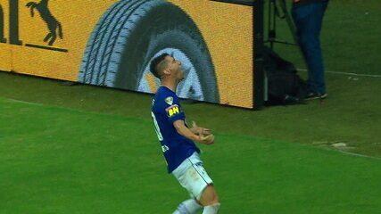O gol de Cruzeiro 1 x 0 Corinthians pela decisão da Copa do Brasil