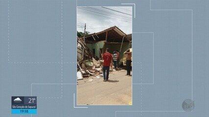 Caminhão perde o controle e bate em duas casas em Ipuiuna (MG)