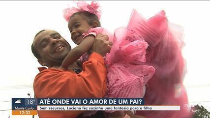 Sem recursos, pai cria fantasia de sacola para filha ir à festa em escola de SC
