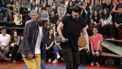 Buchecha ensina Luan Santana a dançar como ele
