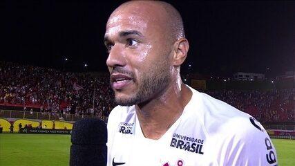 """Roger comemora gol mas reclama da arbitragem: """"hoje ele errou"""""""