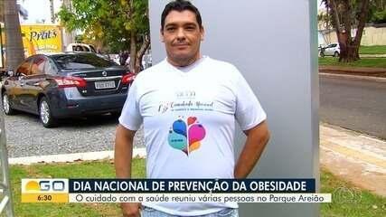 Pessoas que perderam até 80 kg participam de caminhada contra obesidade, em Goiânia