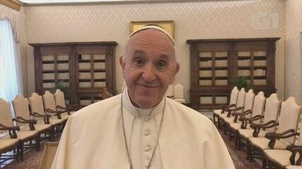 Frei brasileiro entrega convite ao Papa Francisco e mostra projeto de barco-hospital