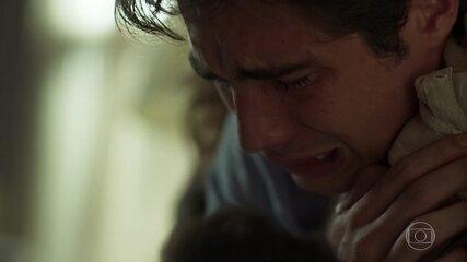 Valentim chora a morte de Karola
