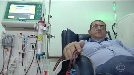 Centenas de brasileiros sofrem para fazer hemodiálise