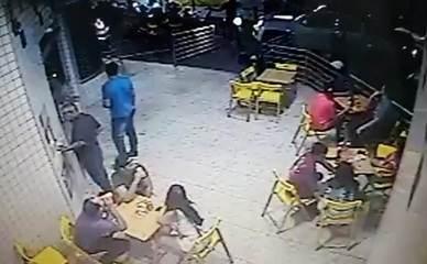 Vídeo mostra momento em que cliente é assassinado em conveniência