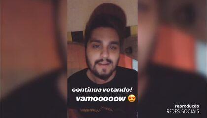 Luan Santana aproveita para pedir votos para o 'Troféu Domingão'