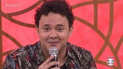 Gui Santana supreende Fátima Bernardes ao imitar William Bonner