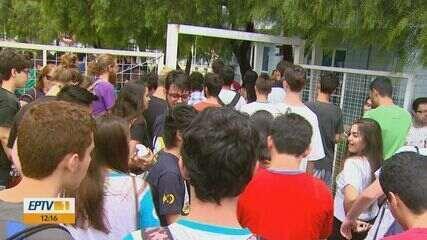 Estudantes fazem a primeira prova da 2ª fase da Fuvest em São Carlos