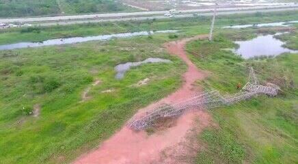 Criminosos derrubaram torre de energia em meio à onda de ataques no Ceará