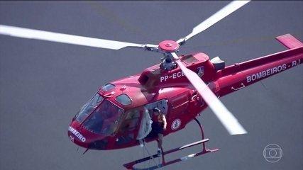 Helicóptero da PM do Rio cai na Baia de Guanabara e resgate é dramático