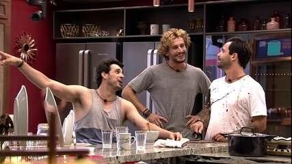 Brothers observam painel de estalecas e Maycon comenta: 'Vinicius perdeu duas vezes'