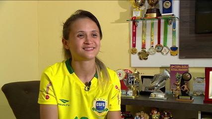 Cinco vezes eleita a melhor jogadora de futsal do mundo, Amandinha rejeitou propostas para jogar no exterior