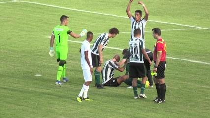 Alan Costa sofre pancada no rosto contra o Foz e é substituído