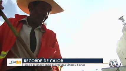 Termômetro aponta temperatura de 50°C no asfalto, em Goiânia
