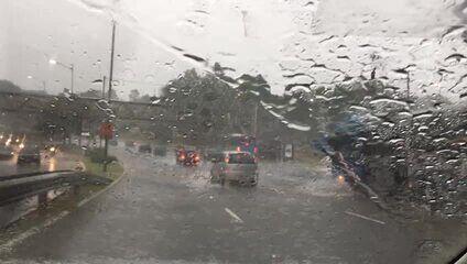 Chuva forte atinge a região da Avenida Washigton Luiz, em São Paulo