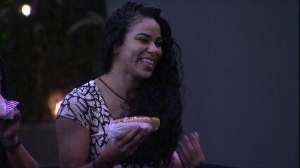 Elana comenta durante o Cine BBB: 'Minha primeira vez no cinema'