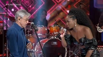 """Iza e Caetano Veloso cantam """"Divino Maravilhoso"""""""