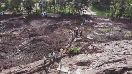 Boletim: encontrados 2 primeiros corpos de ônibus soterrado pela lama em Brumadinho (MG)