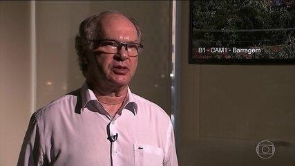 Especialistas analisam os vídeos do momento em que a barragem de Brumadinho se rompeu