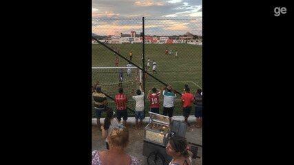 Atacante do Esporte de Patos faz gol, faz gestos obscenos para a sua torcida e é expulso
