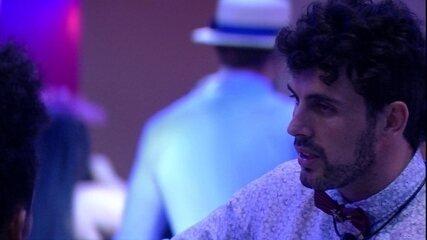 Maycon sobre voto: 'Você não me surpreender, o Rodrigo sim'