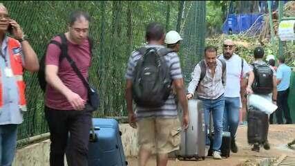 Temporal no Rio: turistas deixam hotel na Avenida Niemeyer e relatam drama