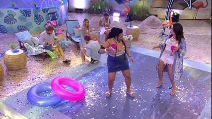 Rízia e Tereza abrem pista de dança em noite de festa