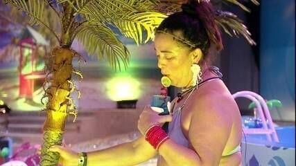 Tereza fala com coqueiro: 'Um abraço, querido'