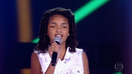 Tayssa Magalhães canta 'Garota de Ipanema'