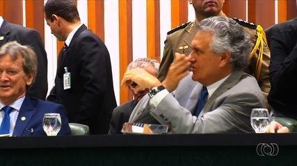 Servidoras fazem protesto contra declarações do deputado Amauri Ribeiro