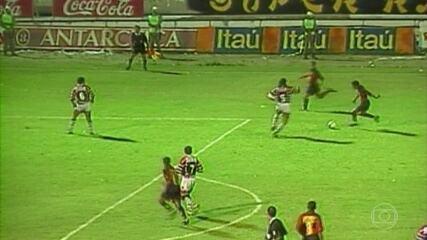 Jogos para sempre: Mancuso e Leonardo duelam em 1999 em partida com mais de 80 mil pessoas