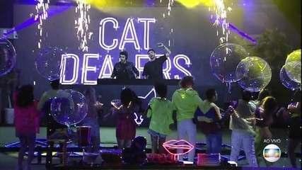 A dupla de DJs Cat Dealers comandou a Festa Neon no BBB19