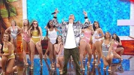 Whadi Gama coloca todos para cantar o hit 'Piscininha Amor'