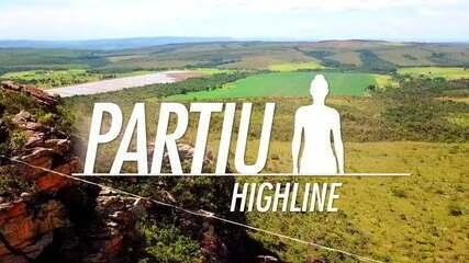 Conheça o highline, esporte praticado em uma fita suspensa a 50 metros de altura