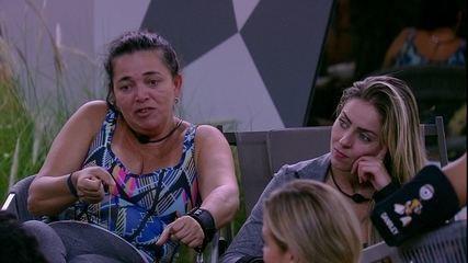 Tereza fala para Isabella e Elana: 'Vocês vão fazer falta no grupo'